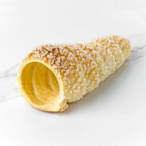 Cono de hojaldre de azúcar perlado ideal pastelería y repostería